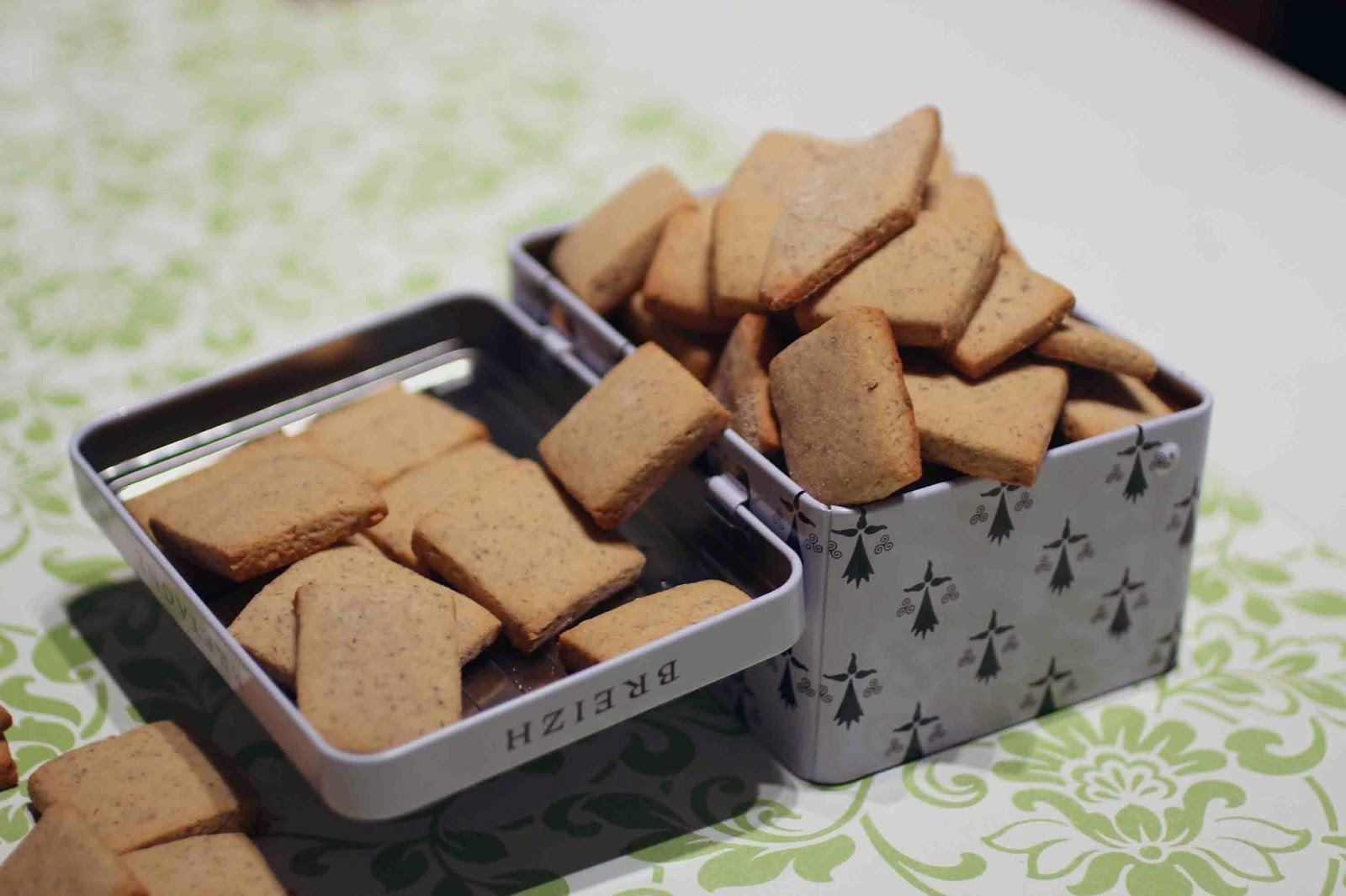 http://camilleenchocolat.blogspot.fr/2014/12/petits-biscuits-corses.html