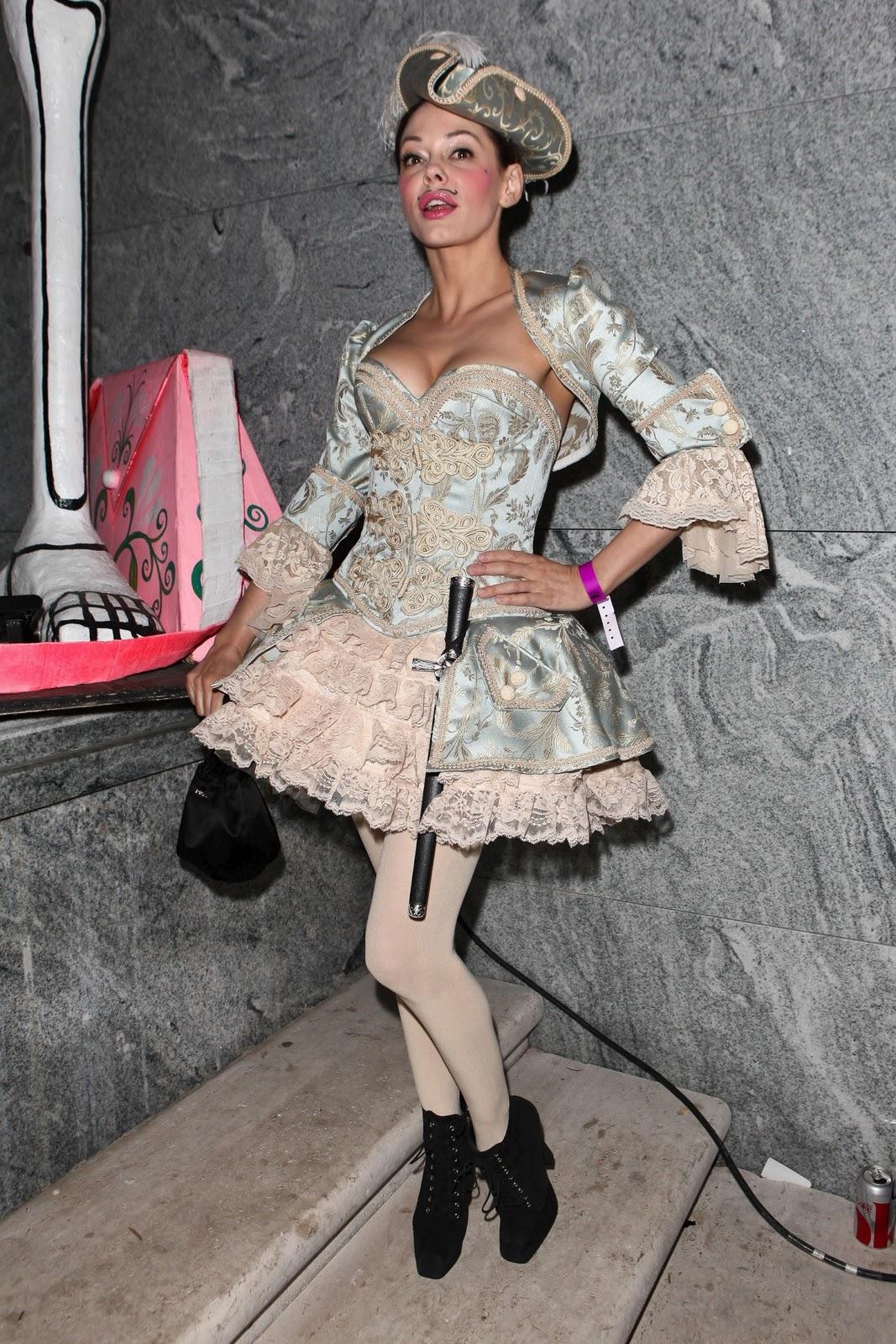 http://4.bp.blogspot.com/-RI0_hsmM-fM/Tq1BMwVAdSI/AAAAAAAABGg/AtGfFLlOuEc/s1600/Rose-McGowan-8.jpg