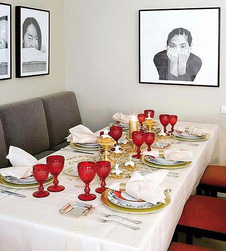 Червено-златна украса за маса