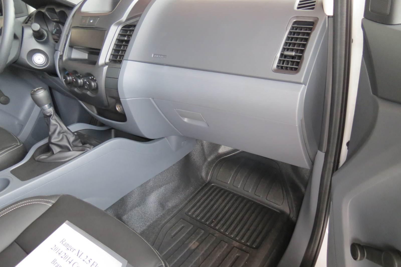 Ford Ranger XL 2.5 Flex Cabine Dupla - interior