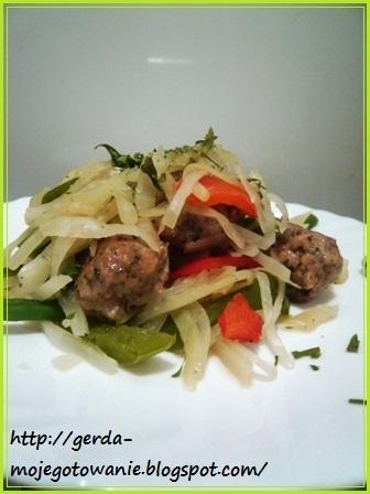 Тушёные овощи с фрикадельками