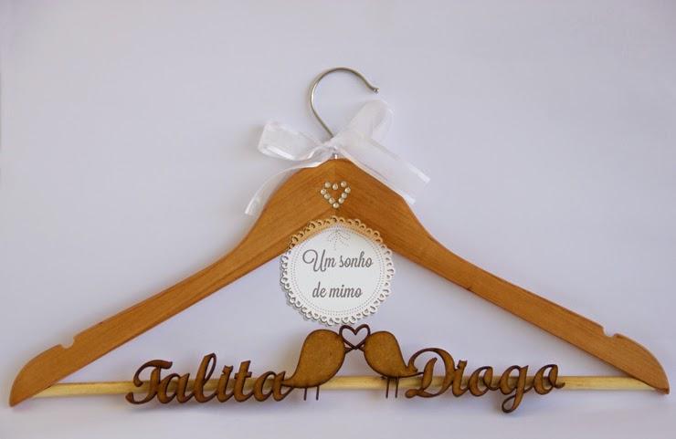 Cabide Personalizado com nome dos noivos para vestido da noiva