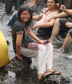 Online Aunty Pictures Desi Girls Enjoying Beach And River