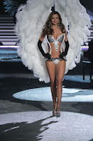 Miranda Kerr in black and white lingerie on the runway