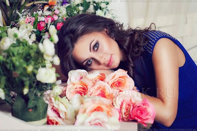 фотосессия девушки в цветах