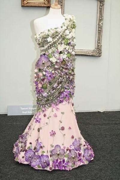 blomster klänningar, klänningar gjorda av blommor, klänninga chelsea flower show, dresses chelsea flower show, gowns chelsea flower show, floral dresses, dresses made by flowers, gowns made by flowers