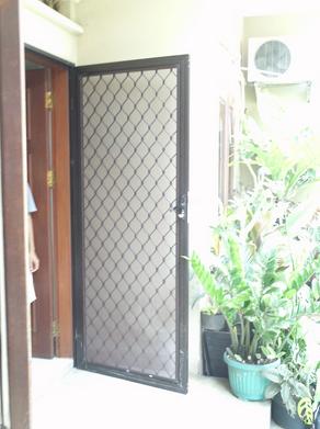 Pintu Kasa Nyamuk Besi dan Baja