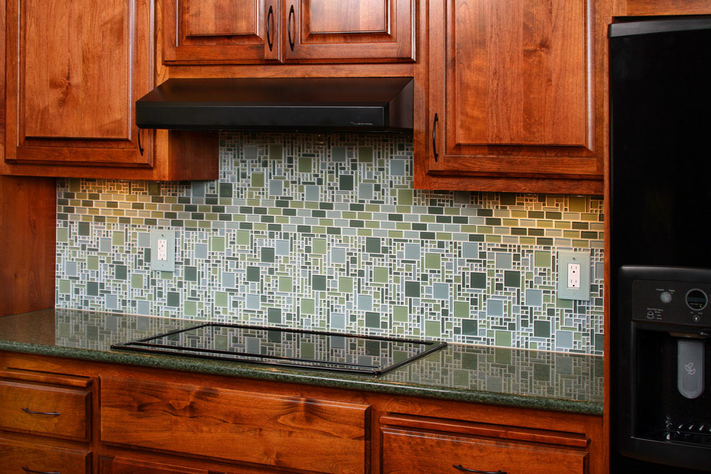 Unique kitchen backsplash ideas dream house experience for Kitchen designs with glass tile backsplash