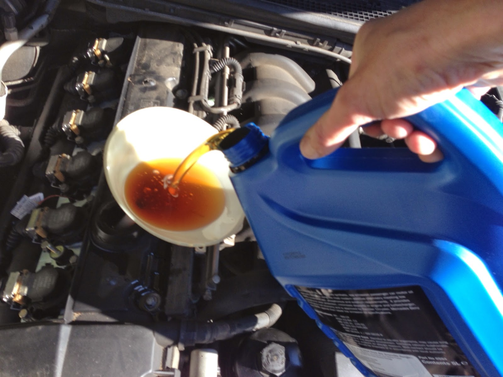 Filling the engine with new oil