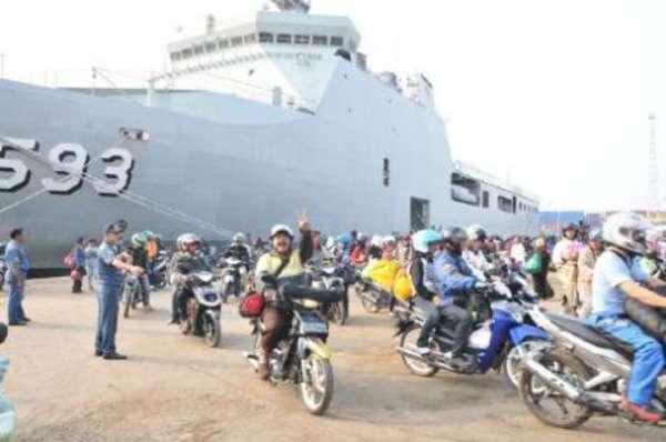 KRI Banda Aceh 593 Dukung Mudik Gratis Tahun 2013