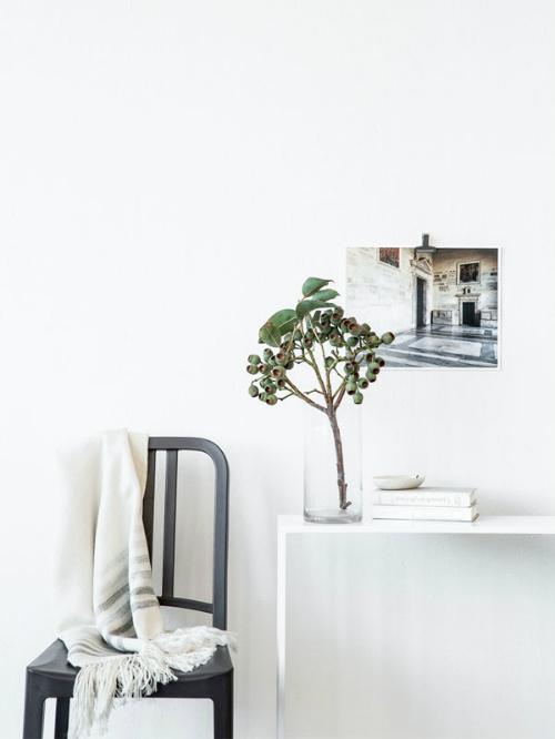 Wohnzimmer Dekoration Poster Vase Zweig Decke Interiorblog