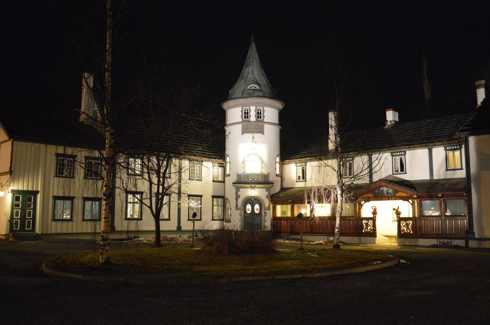 Bårdshaug Herregård, Orkdal. Bildet er tatt i mørket, uten blits.