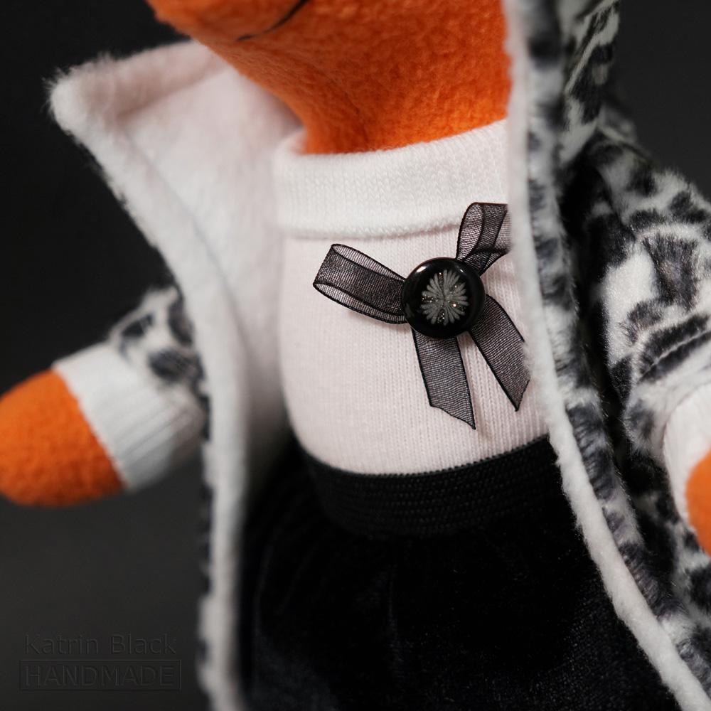 Интерьерная игрушка из флиса - стильная лиса.