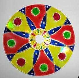 http://translate.googleusercontent.com/translate_c?depth=1&hl=es&prev=/search%3Fq%3Dhttp://www.viladoartesao.com.br/blog/2012/06/transforme-a-garrafa-pet-em-vaso-de-flores/%26safe%3Doff%26biw%3D1429%26bih%3D961&rurl=translate.google.es&sl=pt-BR&u=http://www.viladoartesao.com.br/blog/2014/01/como-fazer-mandalas-reciclando-cds/&usg=ALkJrhi_DEZ3_ARbbuPiJXGz13GXu5E0Cg