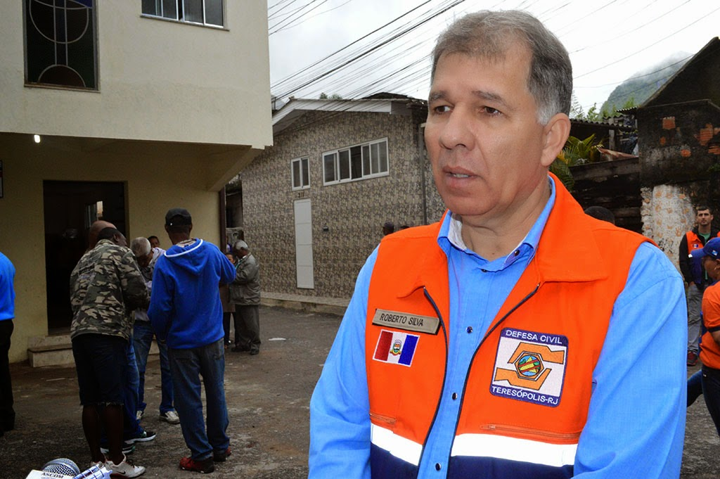 "Secretário de Defesa Civil, coronel Roberto Silva: ""Parabenizo os moradores da Ilha do Caxangá"""