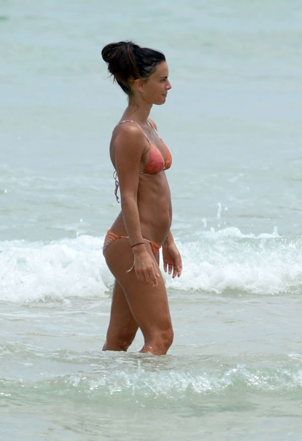 GABRIELLE ANWAR enjoying the water in Miami