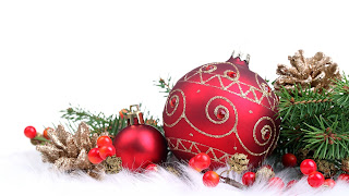 Acebo y bolas de navidad para decorar