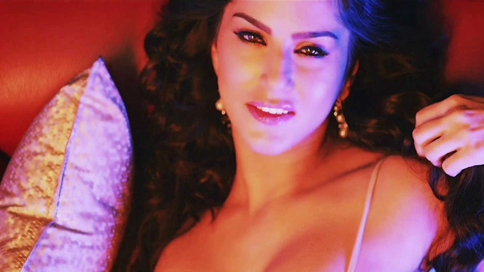 new indian songs : Indian Bollywood Actress Become Jealous With Baby ...