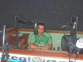 No estúdio da Rádio Regional FM