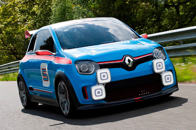Renault TwinRun Concept Front Three Quarters View on Track