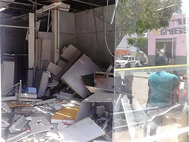 Banco do Brasil em São Miguel das Matas ficou destruído (Foto: Marcelo Dial/Site Voz da Bahia)