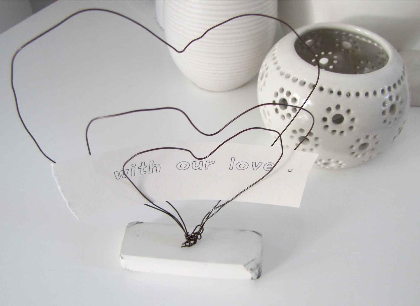 Wire Heart Note Holder