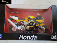IN STOCK New Ray Die-cast Honda 1:6 Scale CBR929RR Race Bike