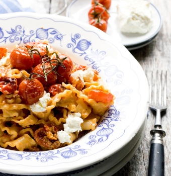 Mafalde with roasted tomatoes tuscan recipe with SPICE fennel and black pepper