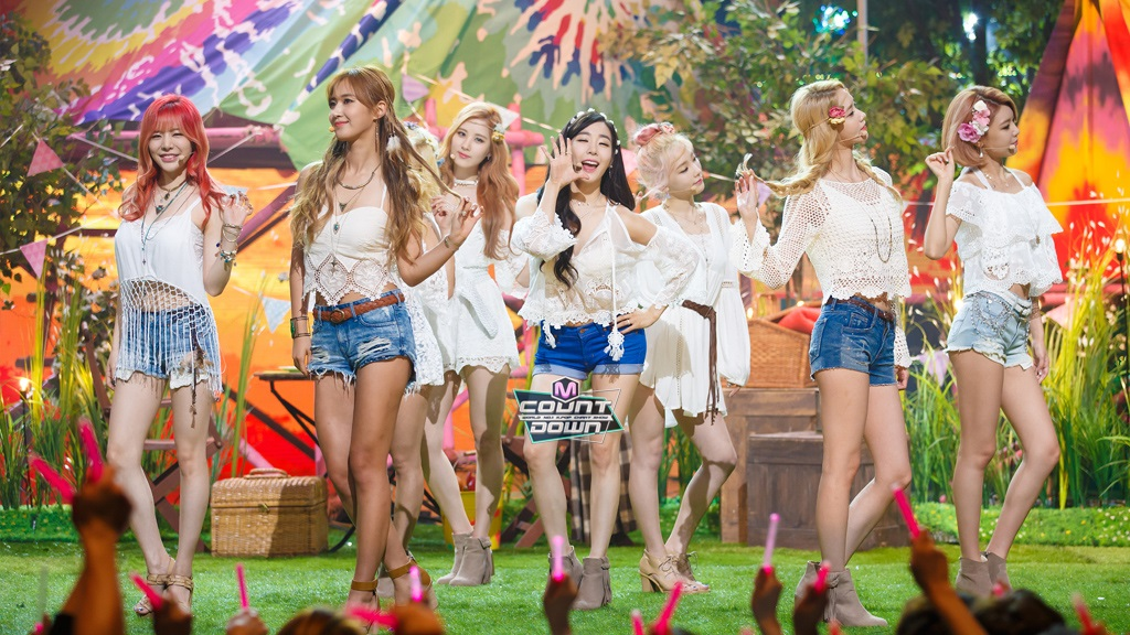 SNSD performed 'Check' and 'Party' for their Inkigayo comeback ...