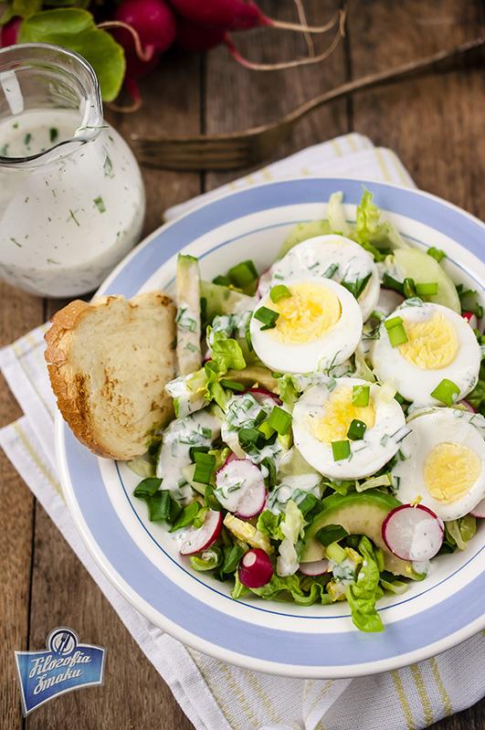 Sałatka z rzodkiewką i jajkiem przepis