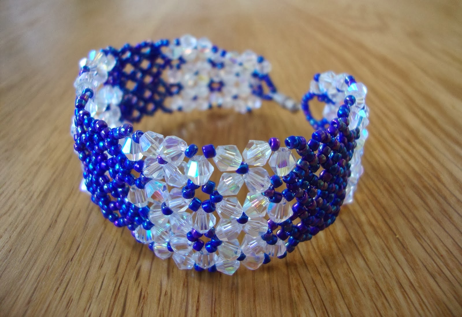 http://strawberrybox-serenie.blogspot.co.uk/2014/01/wide-cuff-beaded-bracelet-tutorial.html