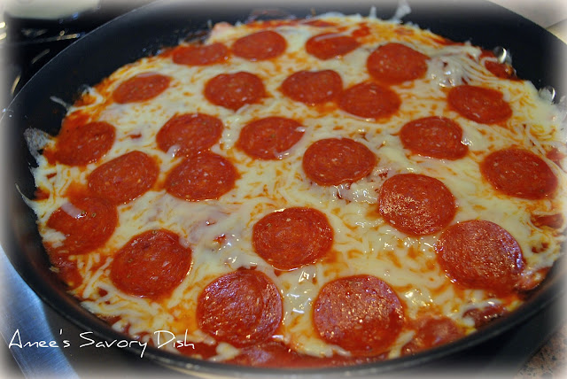 Skillet ravioli pizza is a fun and easy kid-friendly meal. This easy dinner recipe is made in one skillet, so clean up is a breeze!