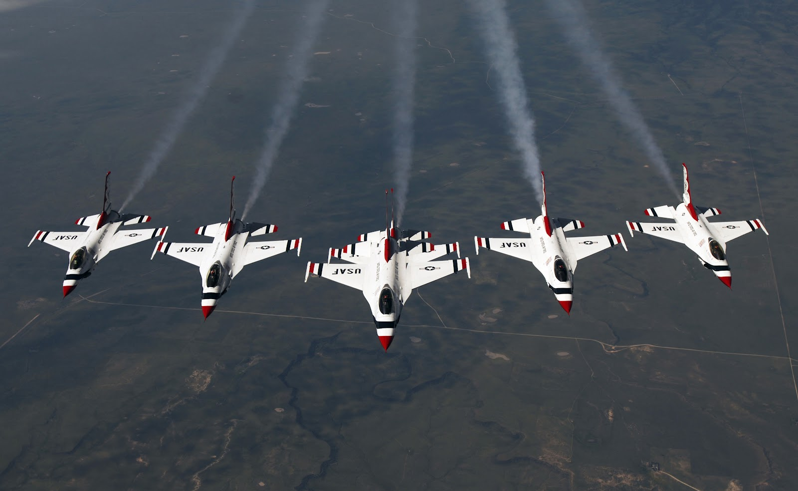 http://4.bp.blogspot.com/-RMEfsGoB3ig/T6E8W5ziCiI/AAAAAAAAIBw/chkT5AekM_I/s1600/f16_falcon_thunderbird_formation.jpg