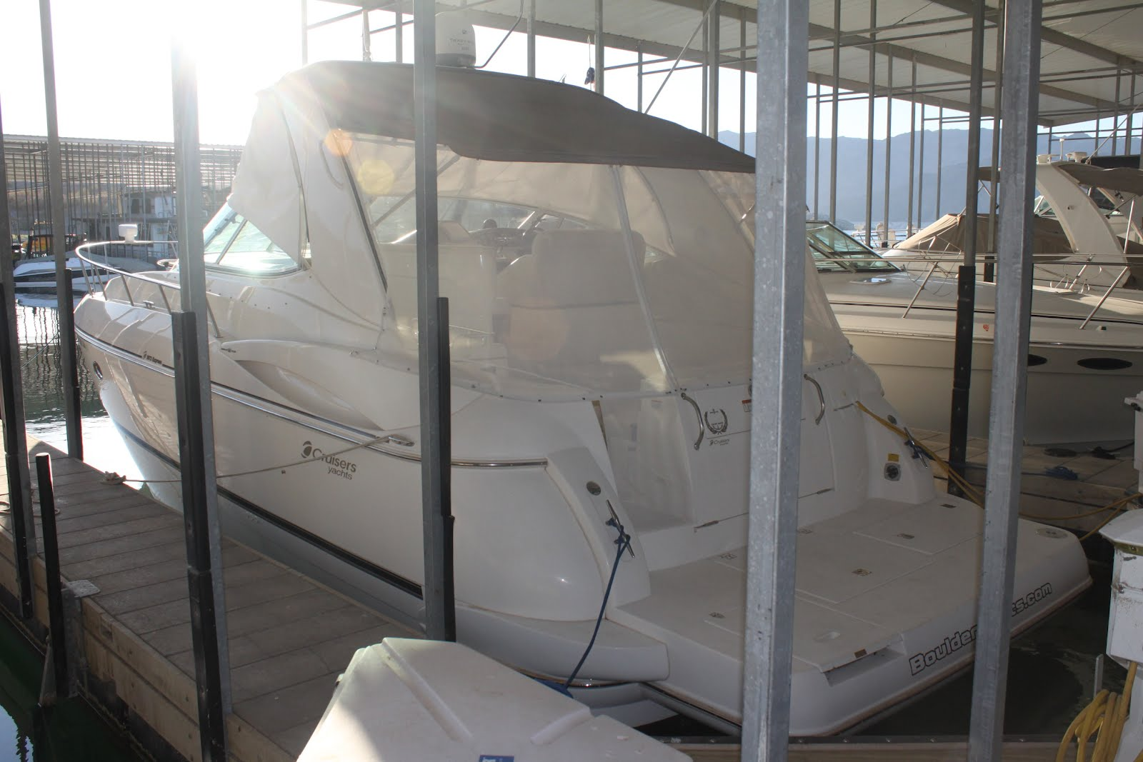 2002 Cruisers Yachts 3672 Express Cruiser! Luxury without Boundaries!