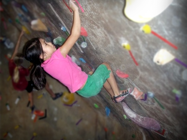 www.boulderingonline.pl Rock climbing and bouldering pictures and news Sending Sisters: Arabella Jariel