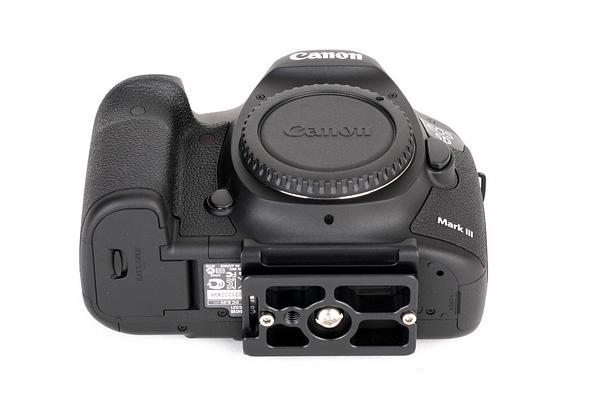 Sunwayfoto PC-5DIII plate on Canon 5D Mk III base