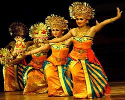 Tari Pendet Bali - Dreamland Tour and Travel