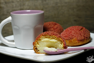 http://danslacuisinedecharlottine.blogspot.fr/2015/08/choux-craquelin-rose-et-creme-patissiere.html