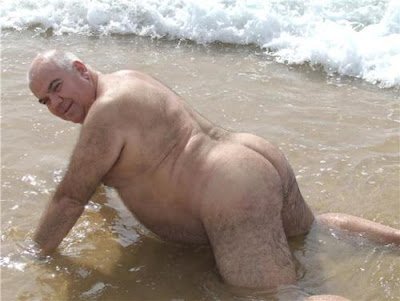 naked-old-men-on-beach