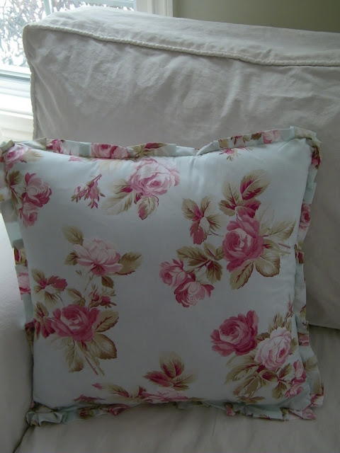 Shabby Chic Style Pillows : Maison Decor: Authentic Shabby Chic Pillows