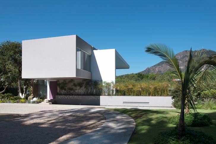 Modern exterior facade of Casa del Viento by A-oo1 Taller de Arquitectura