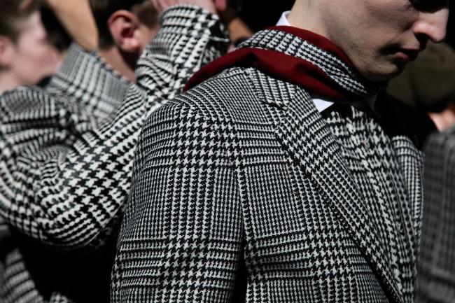 traje con estampado de pata de gallo en forma de cuadro escoces