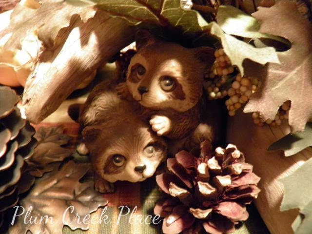 racoon, fall tablescape