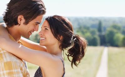 حركات تجعل الزوج يعشقك ويذوب فيكِ,رجل امرأة حبيبته تحتضنه يحضنها رومانسية عشق محبة الزوجين