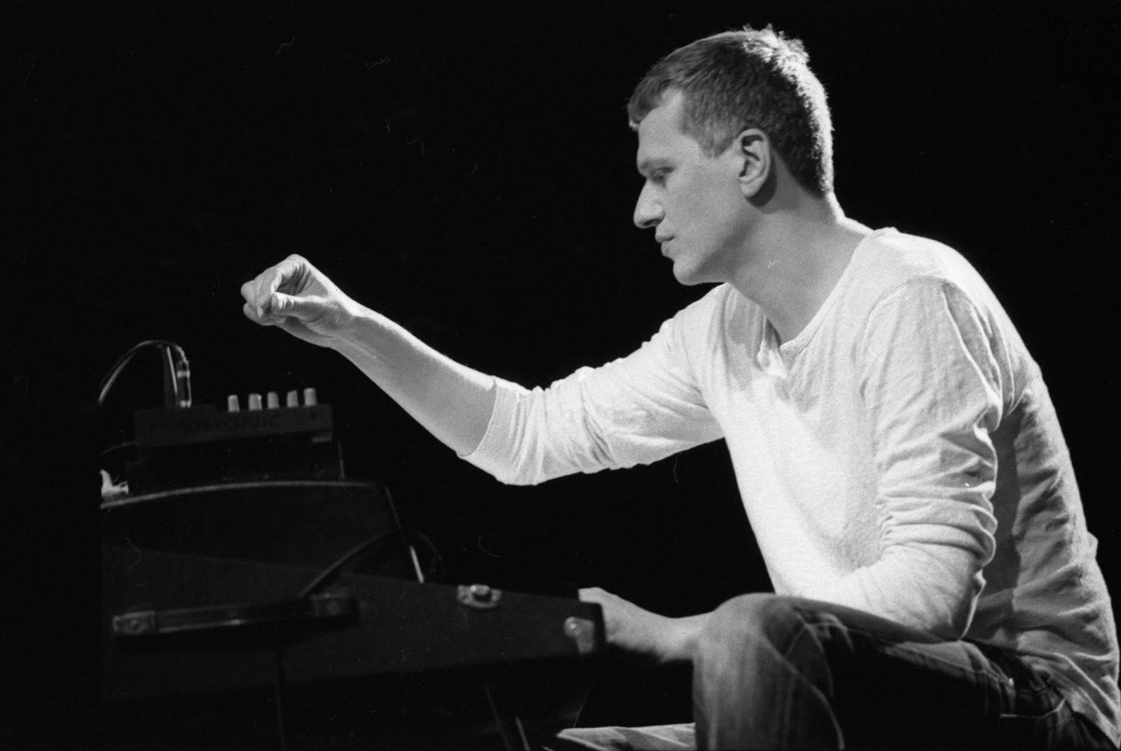 http://4.bp.blogspot.com/-RNiAsW8U_1A/UJZcRt5FA3I/AAAAAAAAAuw/MUiv5yAwcjA/s1600/pianiste%2Bfender027.jpg