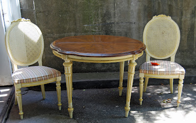 French provincial table archives cynfully fun furniture company representative debbie miller said this table was from their chandelle line created from fall 1969 fall 1979 and was made of oak veneers and oak workwithnaturefo