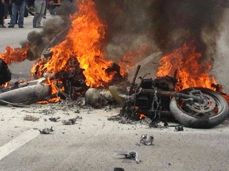 Gambar Kemalangan Maut Motosikal Berkuasa Tinggi Di Lebuhraya Karak 19 Oktober 2014