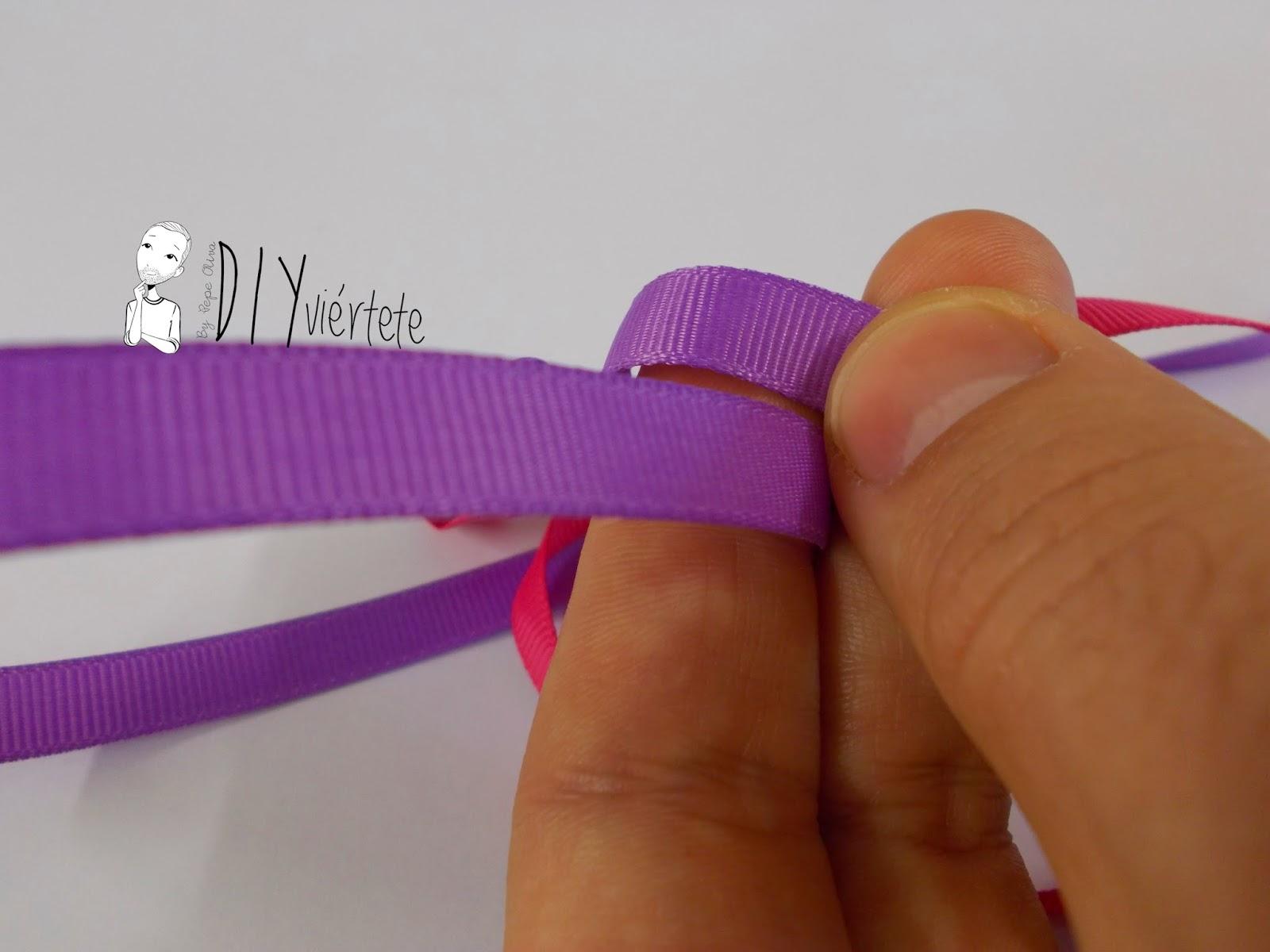 BLOGERSANDO-marzo-lila-collar-cinta raso-mujer trabajadora-color mujer-morado-violeta-acordeón-bisutería-3