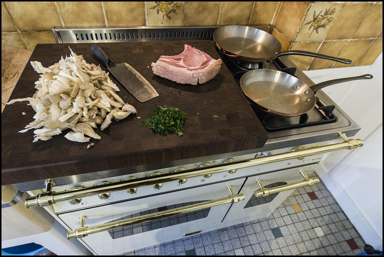 cuisine de caract re c te de porc fermier cuisson la po le. Black Bedroom Furniture Sets. Home Design Ideas