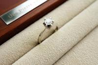 なかなか出番が少なくなったエンゲージリングのダイヤモンドを最大限にいかすリングを作ります。
